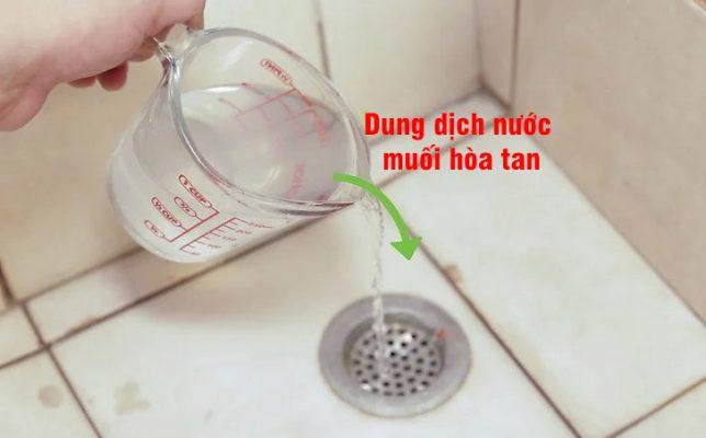 thong-cong-thoat-nuoc-bang-muoi
